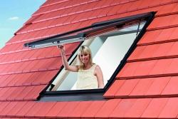 Okno dachowe Roto  Designo R8 widok zewnątrz